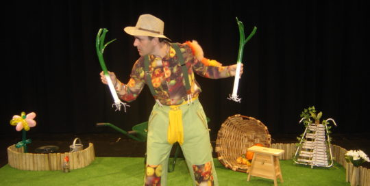 Un jardinier qui parle avec deux poireaux Cirkonflex