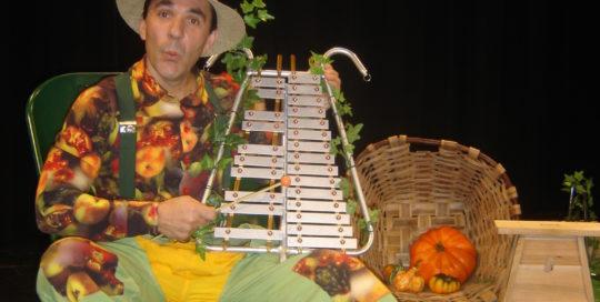 Un jardinier qui joue du xylophone cirkonflex